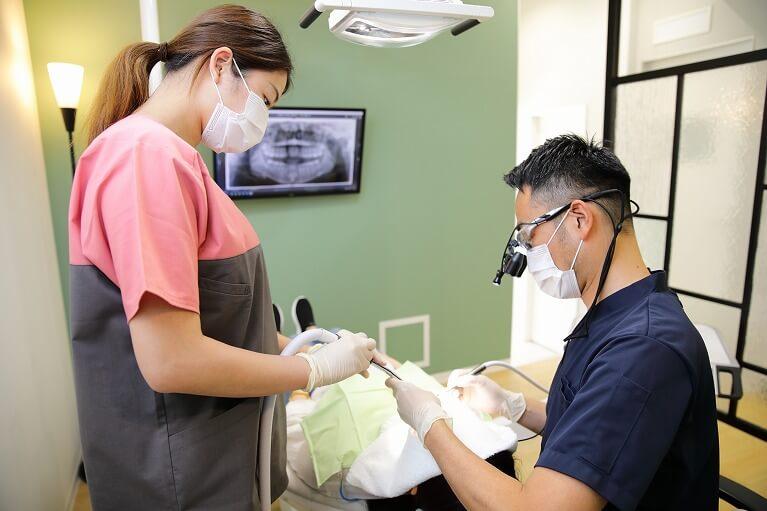 治療前の歯面のお掃除・消毒