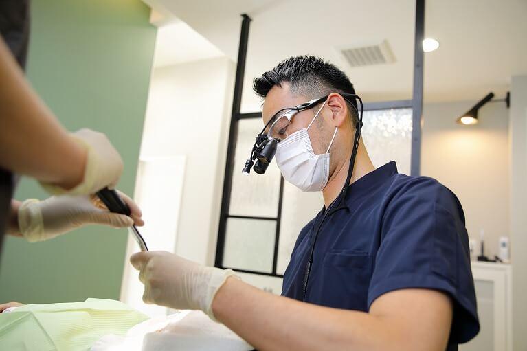 拡大鏡(歯科用ルーペ)の使用